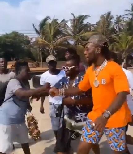Ghanaians welcome Burna Boy on his weekend chill in Ghana (Video)