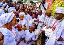 Ooni of Ife welcome his son and wife to the Palace of Ile Oodua (Video)