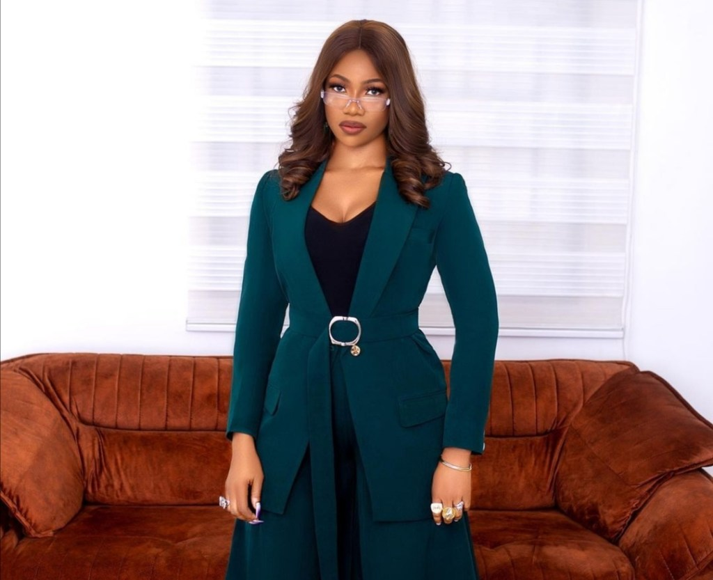 """""""I No Get Sugar Daddy, Please Patronize Me"""" – Tacha Cries Out (Video)"""